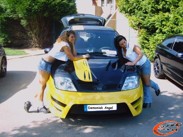 tuning tour renault scenic de 2000. Black Bedroom Furniture Sets. Home Design Ideas